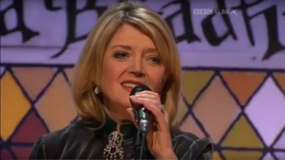 Fiona Kennedy sings live on BBC Alba